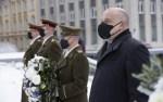 Министр обороны Юри Луйк минутой молчания почтил память павших в Освободительной войне