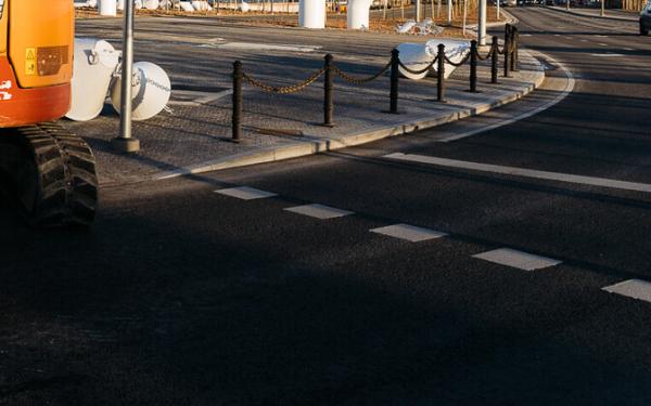 В Таллинне используется преобразовывающее солнечную энергию дорожное покрытие