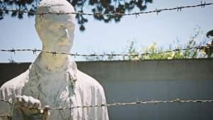Акции в память о жертвах холокоста проходят в России и за рубежом
