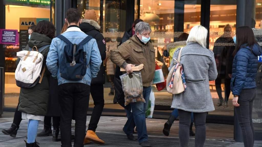 Главный эпидемиолог Латвии рассказал, как правильно ходить в магазин