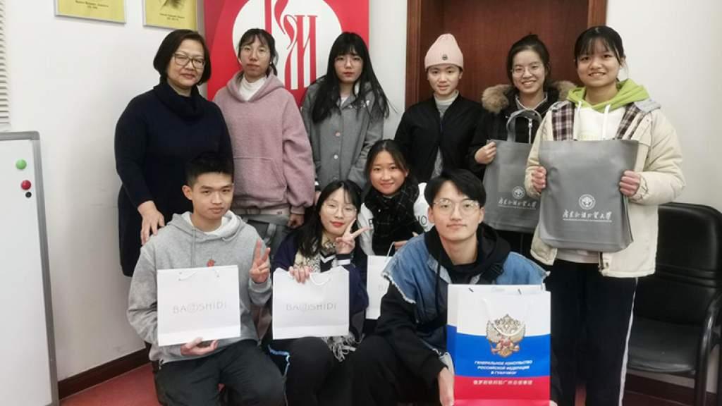 Китайские студенты совершенствовали произношение русского языка
