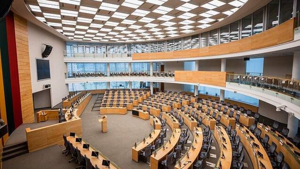 Первый блин - Сейм Литвы начал удаленное заседание