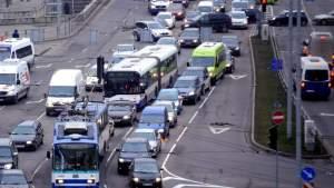 Последствия ковид-кризиса: Латвия пересаживается с новых авто в «мусорники»