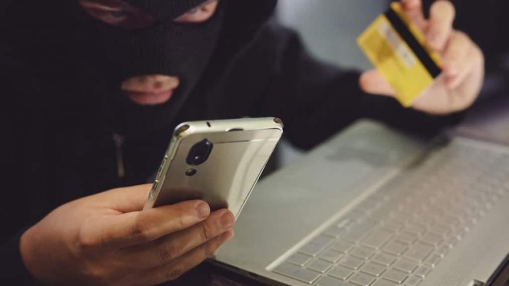 Россиянка за день сделала 239 денежных переводов мошенникам. И только потом засомневалась