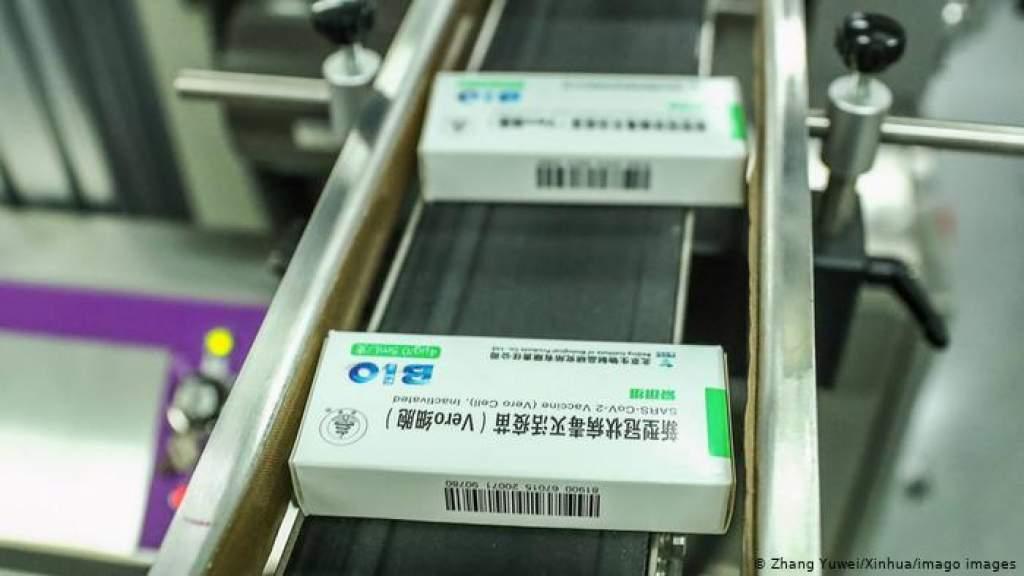 В Китае официально допустили вакцину на рынок - с рядом условий