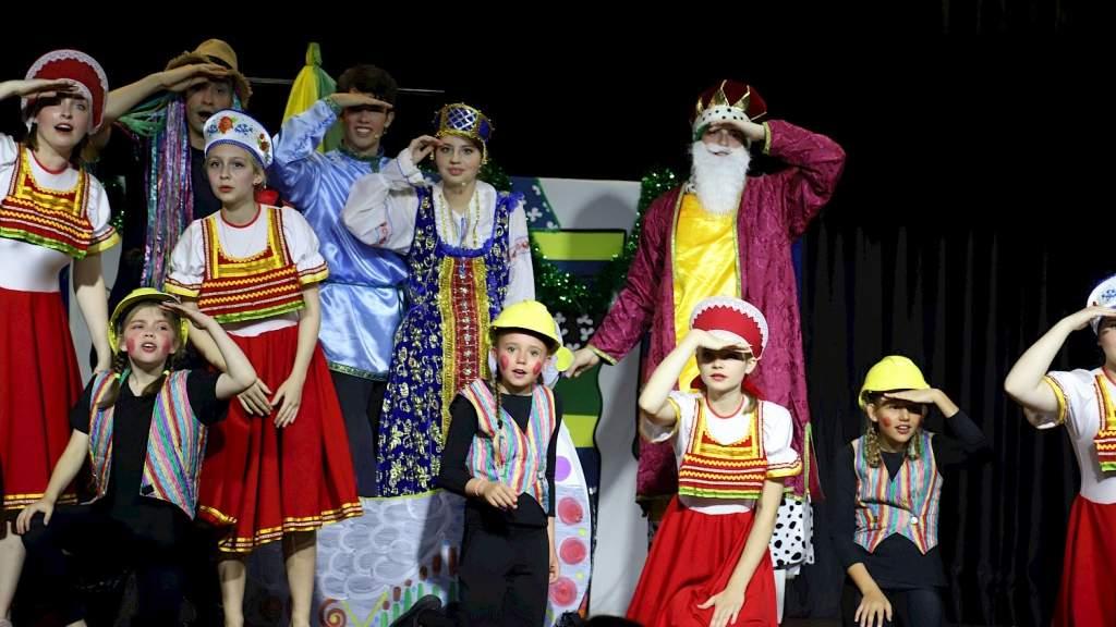 В Русском клубе Сиднея показали музыкальный спектакль «Летучий корабль»
