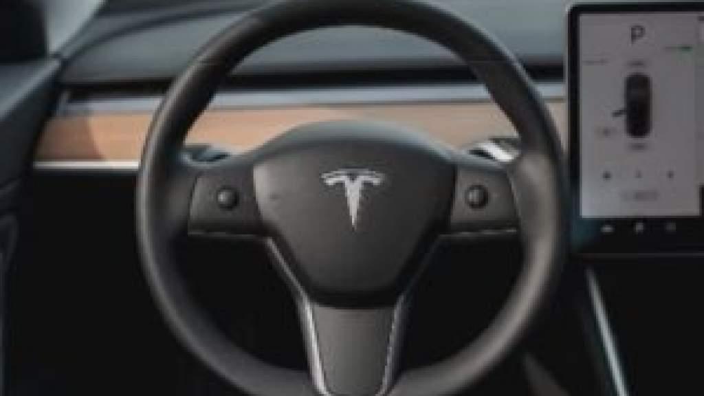 В США потребовали отозвать 158 тысяч машин Tesla из-за дефекта