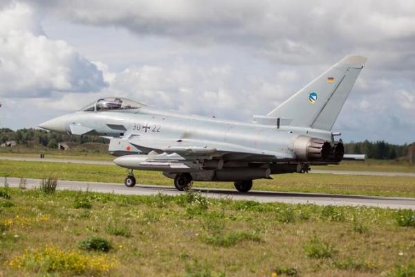 В День независимости самолеты Эстонии и союзников по НАТО облетят девять городов страны