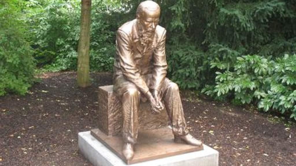 Поклонники Достоевского в России и за рубежом отмечают День памяти писателя