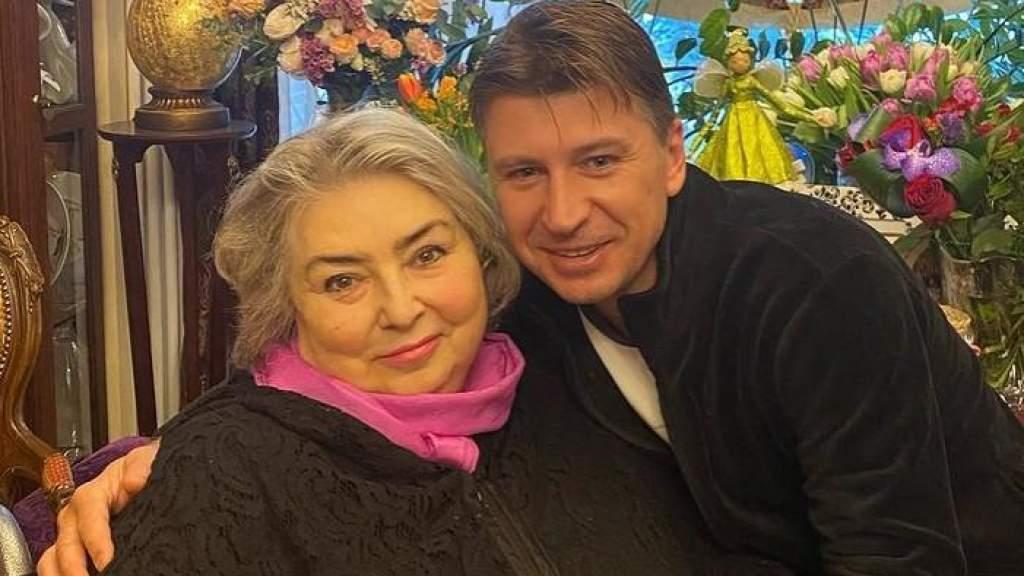 Татьяна Тарасова оценила пародию от Алексея Ягудина: «Сынок, я скучала. Иди на ручки, покачаю»