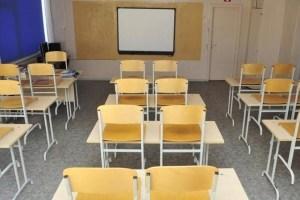 С 15 марта ученики выпускных классов смогут два раза в неделю учиться контактно