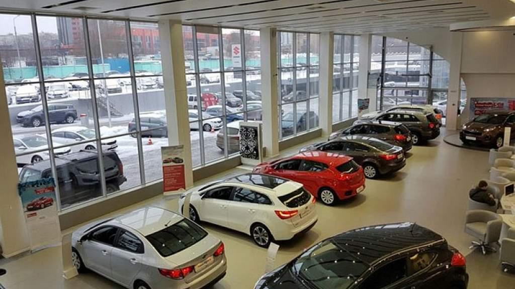 Почему Минпромторг закрывает глаза на дефицит новых машин у дилеров