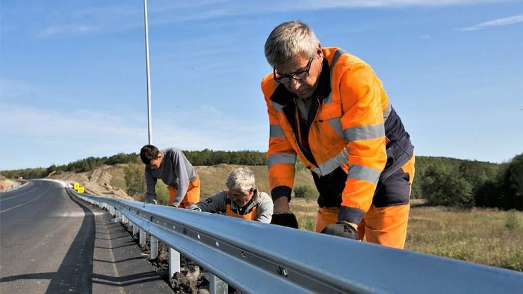 Россияне бросают работу ради бешеных зарплат на строительстве трассы М12