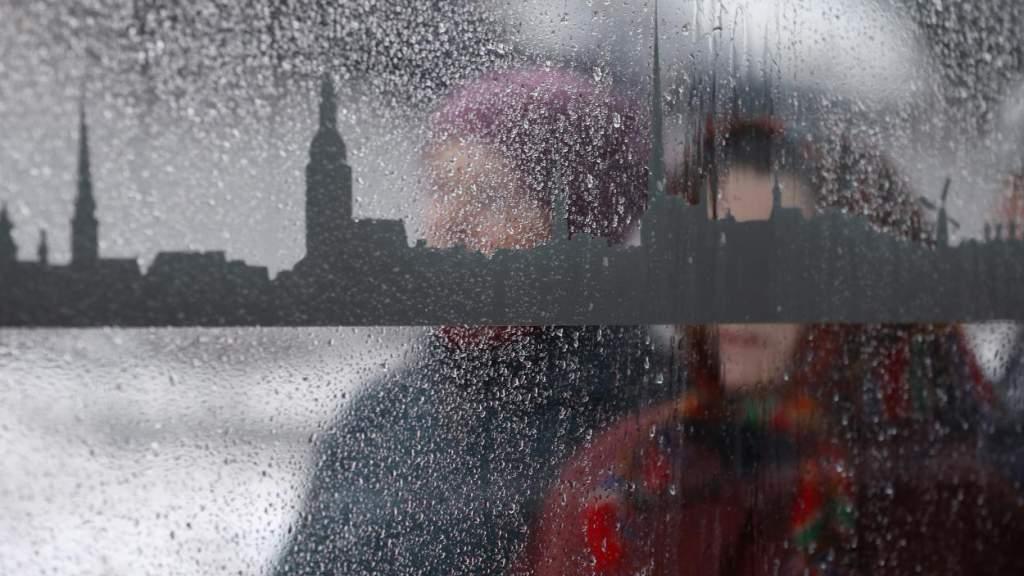 Дождь и снег: Латвию пересекает циклон