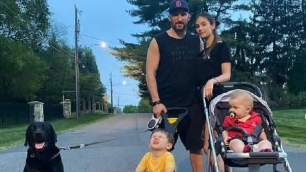 Хоккеист Александр Овечкин рассмешил своего младшего сына