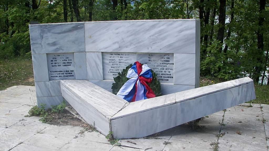 Памятник советским воинам восстановили в Греции