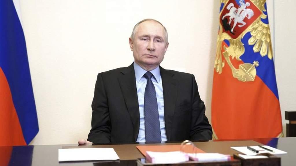 Путин утвердил запрет иметь вид на жительство за рубежом для госслужащих и военных