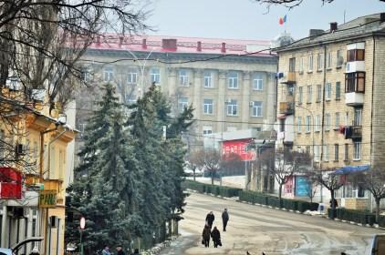 Primăria Bălți și strada Independenței văzute de pe bulevardul Mihai Eminescu.