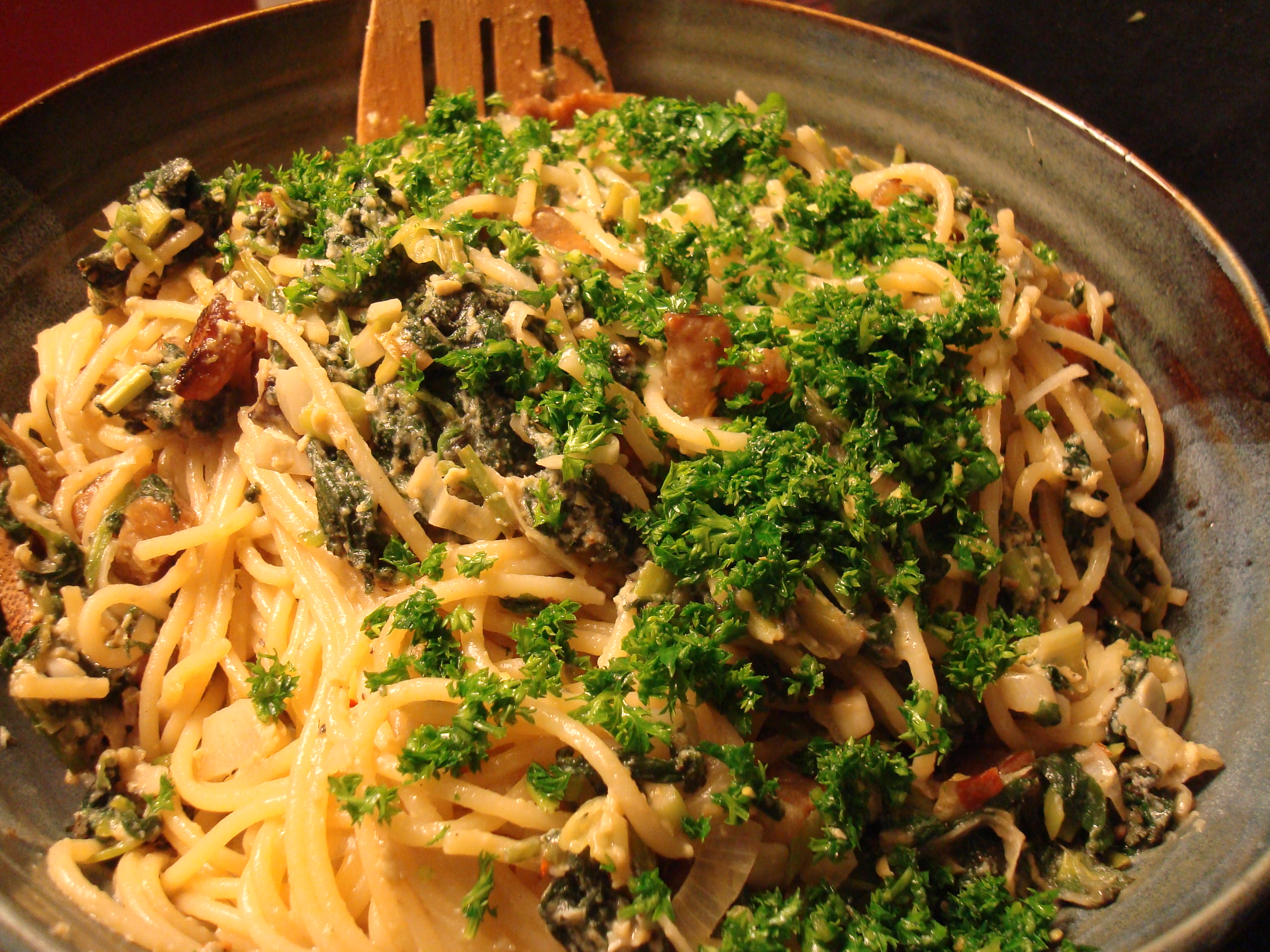 Spaghetti carbonara with nettles