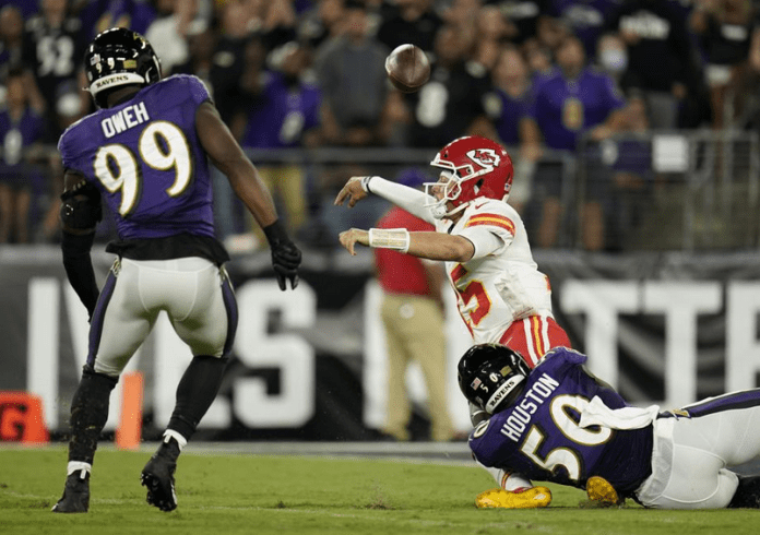 Oweh takes leading role in Ravens forcing Kansas City turnovers