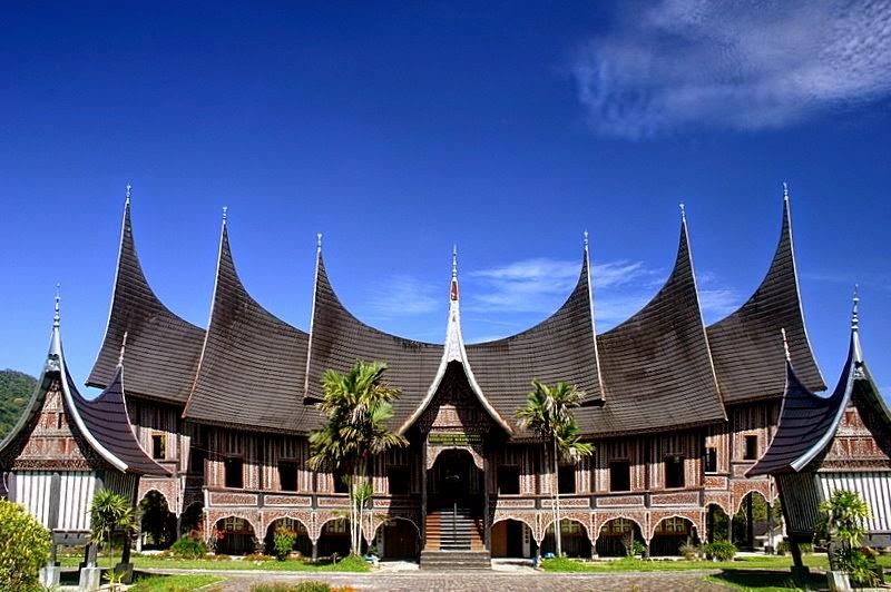 Rumah Adat Sumatera Barat Struktur Filosofi Fungsi Dan Keunikannya Balubu
