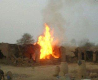 pak-army-burn-baloch-houses-3