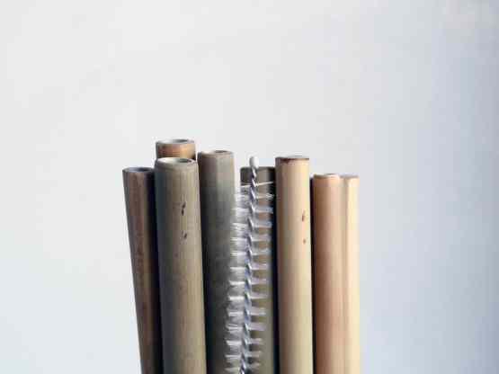 détail plusieurs pailles avec goupillon