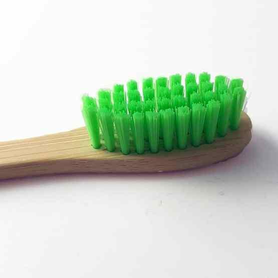 1 brosse à dents verte