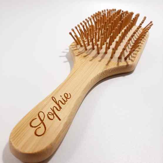 brosse à cheveux en bambou gravure Sophie