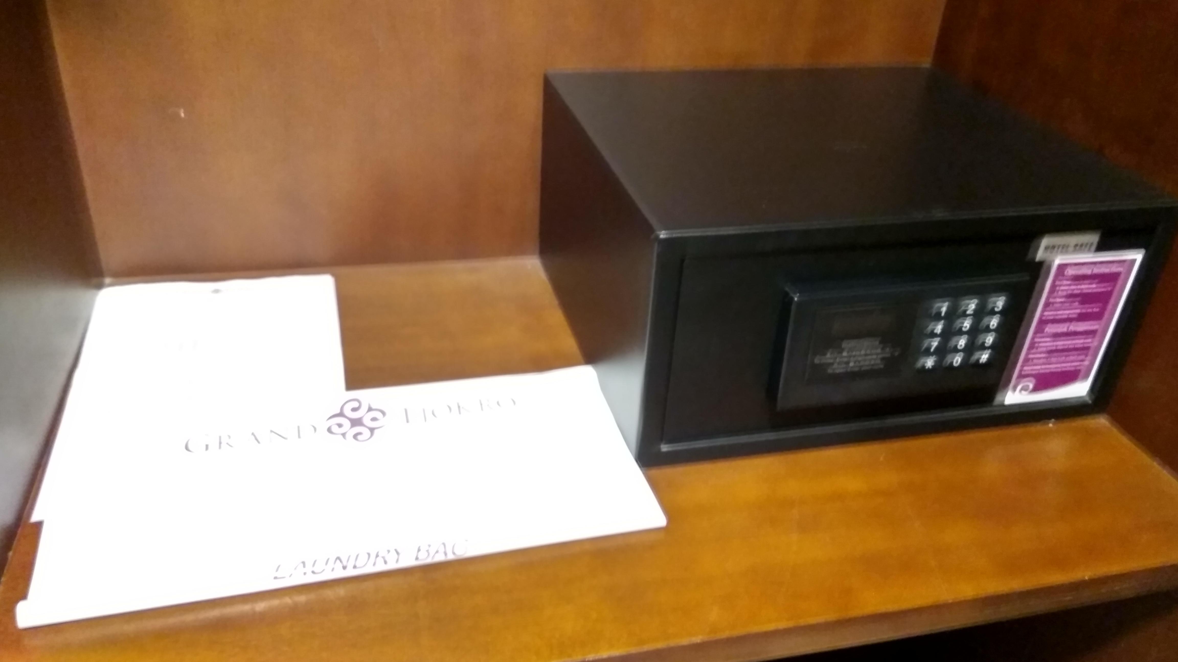 Fasilitas Safe defosit box di semua type kamar Grand Tjokro Balikpapan