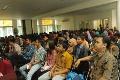 """Pada saat mengisi seminar """"Menjadi Wirausaha Muda dengan Industri Kreatif IT dan Technopreneurship """", Desember 2015 @STIE-STMIK Insan Pembangunan"""