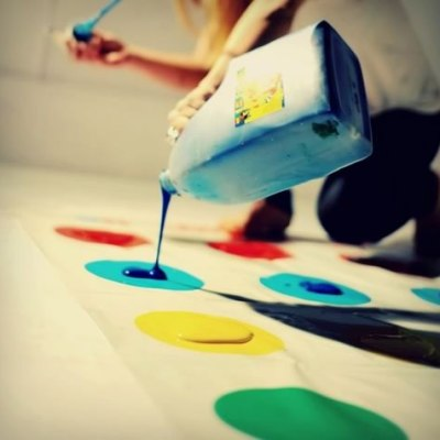 Play Messy Twister