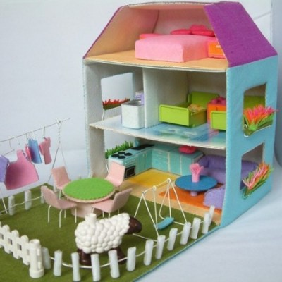 Make your own: felt dolls' house