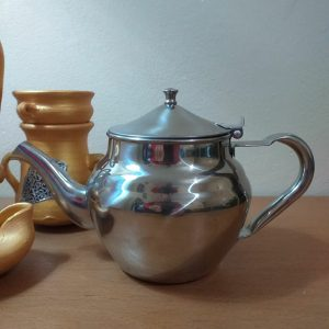Filtered teapot for loose leaf tea