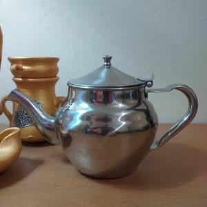 Filtered teapot for loose leaf tea