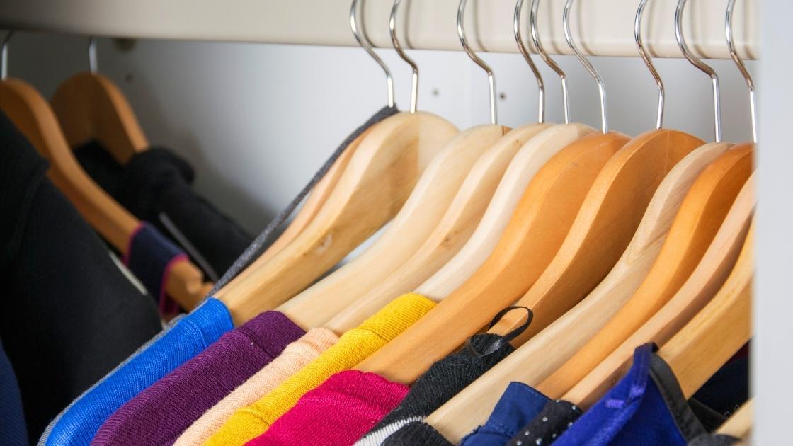 decluttering armadio e organizzazione