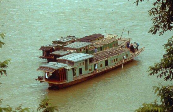 Mein Abenteuer in Südchina spielte ich auf einem solchen Schiff ab