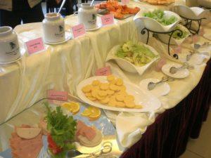 Peking: Frühstücksbuffet mit Wurst und Käse