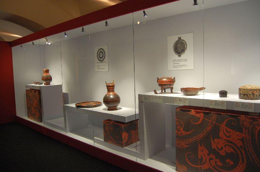 Vitrinen der Mawangdui-Ausstellung in Rom