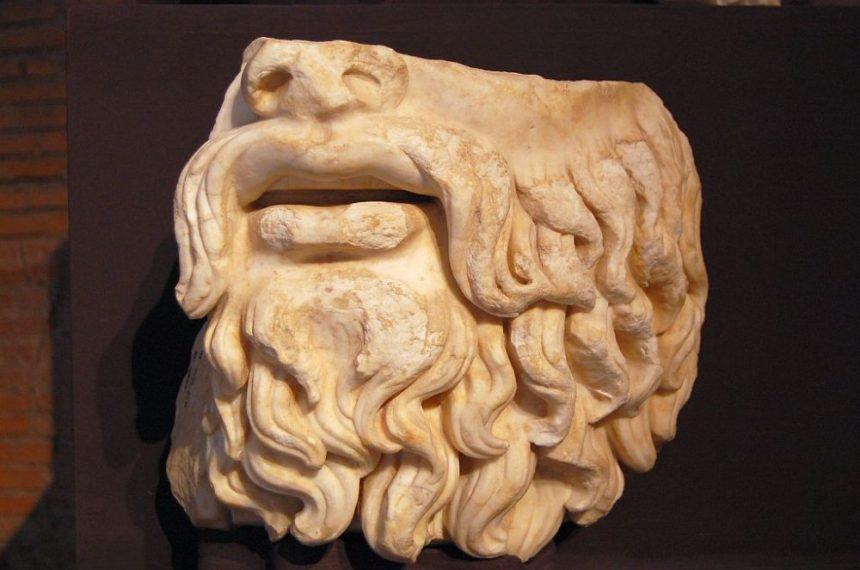 Fragment einer Statue des Zeus oder Jupiters