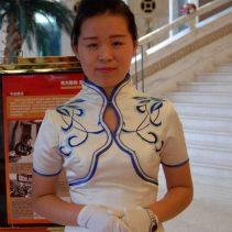 Hostess im Hotel, immer bereit zu helfen und den Weg zu weisen.