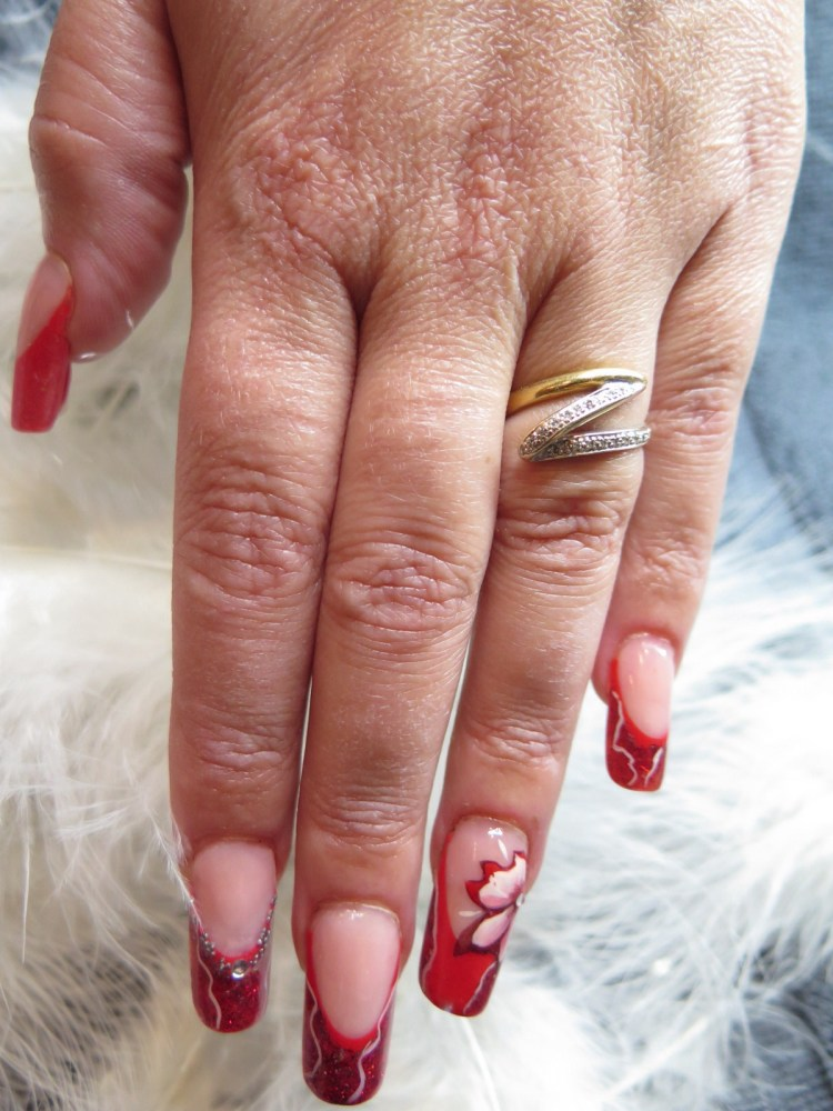 MODELAGE D ONGLES version Pose Artistique : French rouge, Nail Art abstrait et one stroke (1/6)