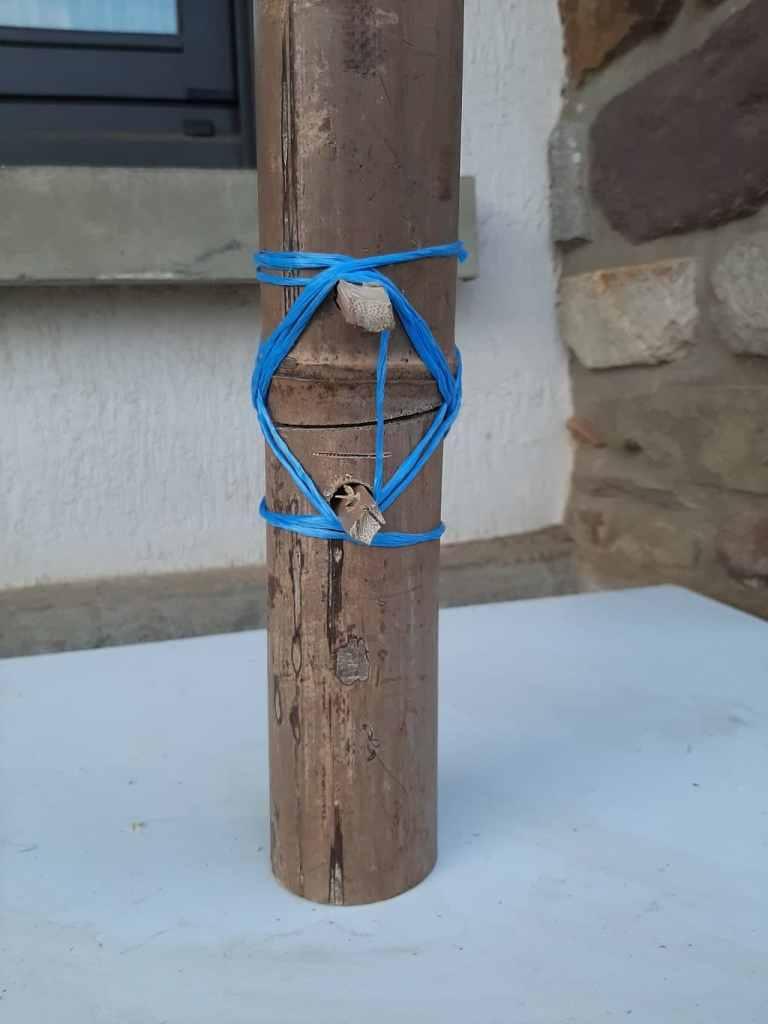 Assemblage de bambous solidifié avec un brelâge