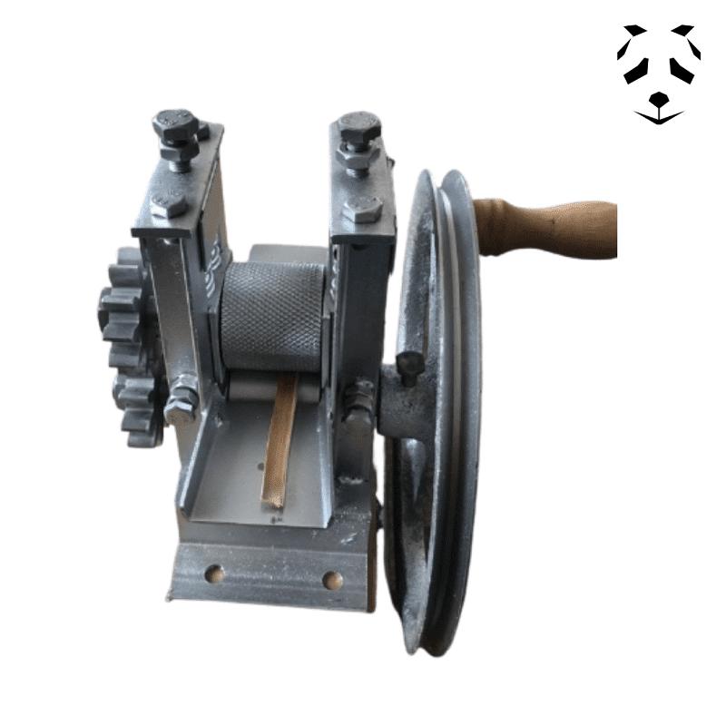 Machine pour affiner les lamelles bambou