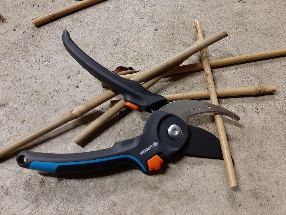 Outil pour couper un petit bambou - Sécateur