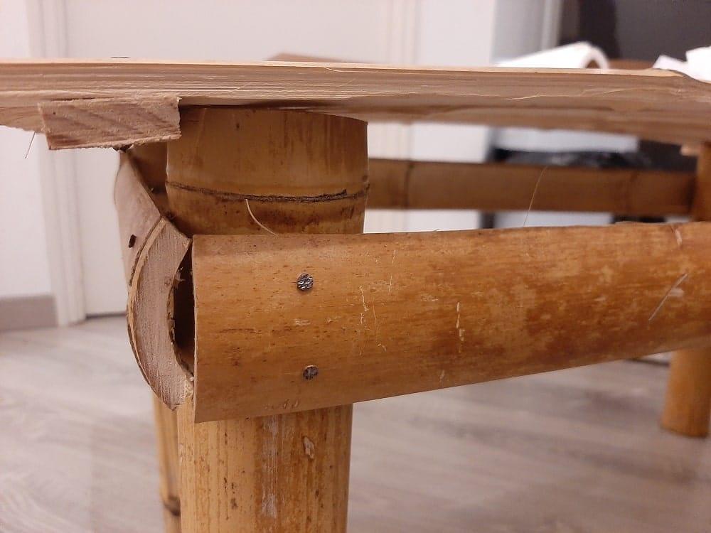 Bord de la table en bambou