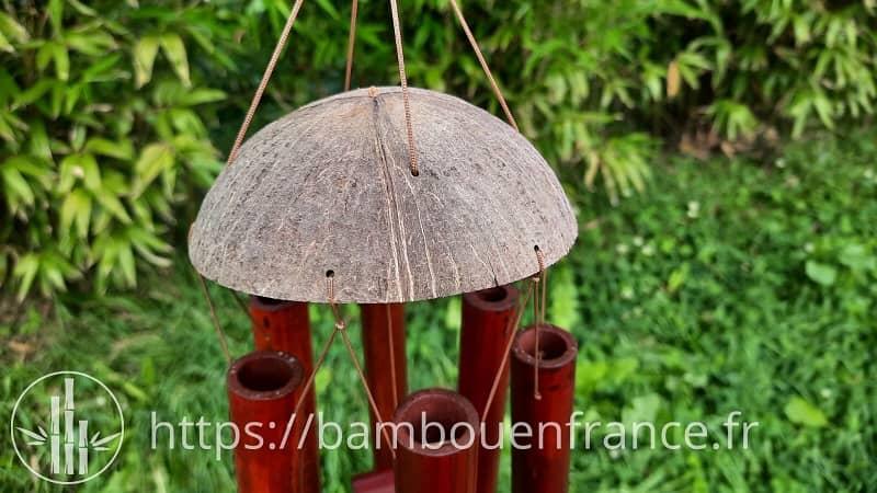 Carillon en bambou brun avec noix de coco