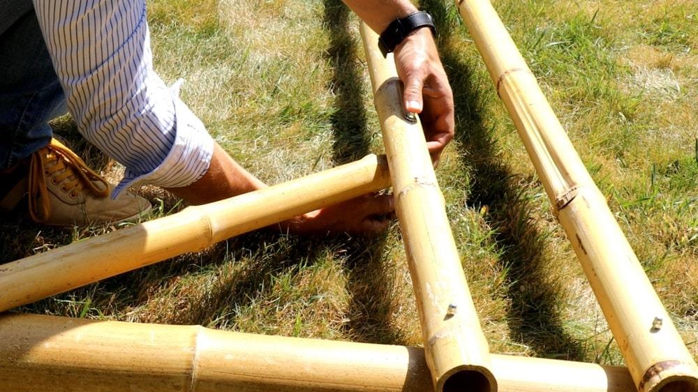 Fixer les bambous diagonaux