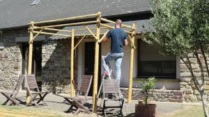 Mettre les tronçons de bambou diagonaux