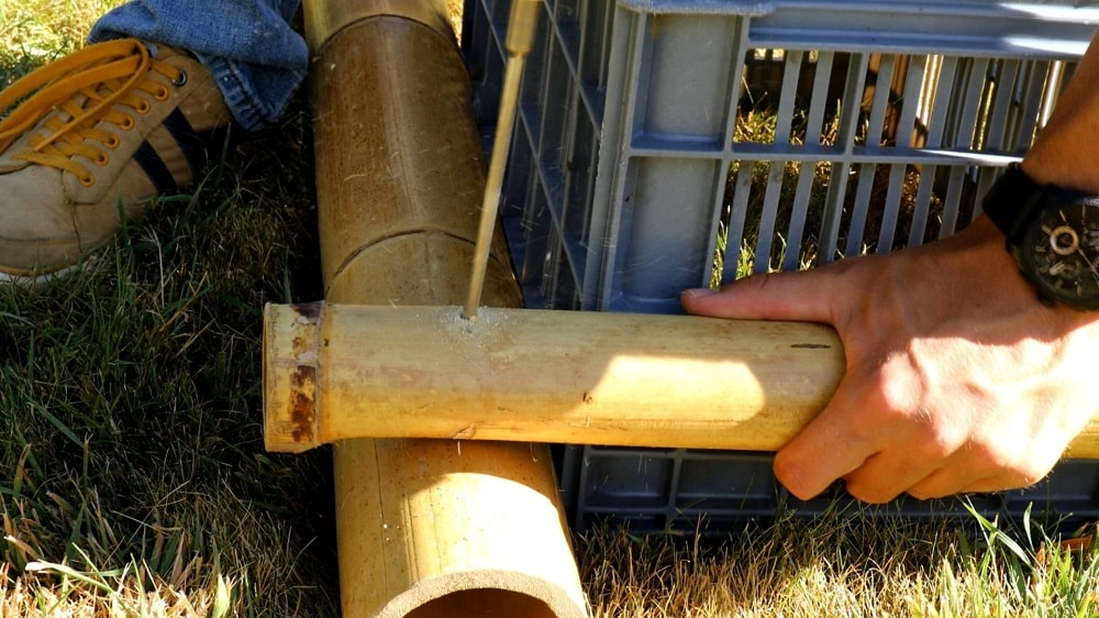 Percer les tronçons de bambou